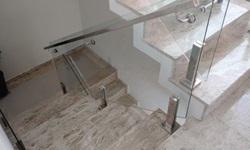 Corrimão de escada em vidro