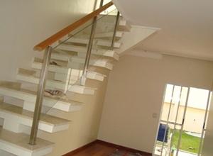 corrimão de escada de madeira