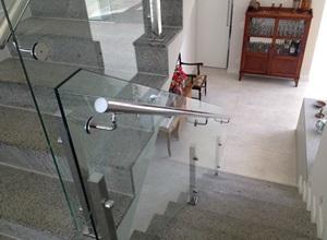 corrimão inox com vidro