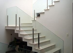 escada corrimão de vidro