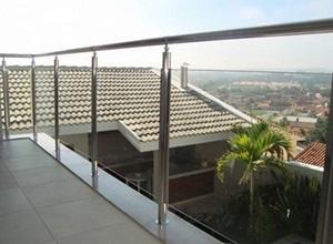 varanda de inox com vidro