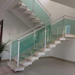 corrimão alumínio com vidro