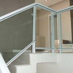 corrimão de escada alumínio e vidro