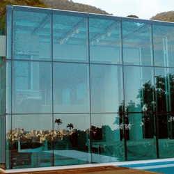 fachada de vidro