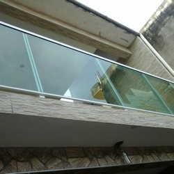 guarda corpo alumínio é vidro