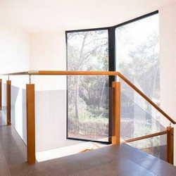 Guarda corpo de madeira com vidro