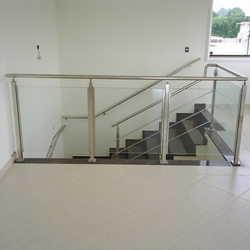 guarda corpo de vidro é inox