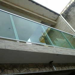 guarda corpo em alumínio é vidro