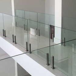 guarda corpo em vidro temperado