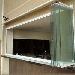 janela com vidro temperado