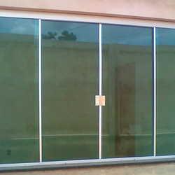 janela em vidro temperado