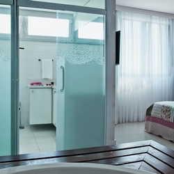 Porta de banheiro de vidro