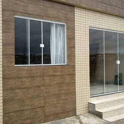 porta de vidro com janela