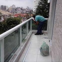 varanda com guarda corpo de vidro