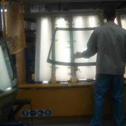 vidro na fabricação de parabrisas de automóveis