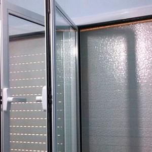 Porta de vidro temperado para quarto